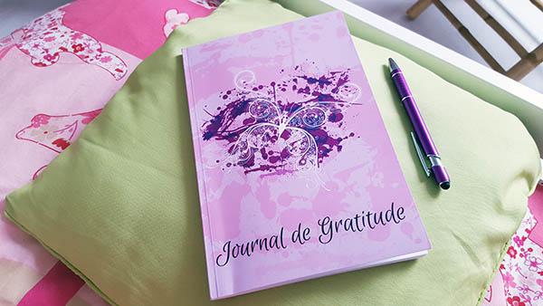 Le journal de gratitude permet chaque jour d'écrire et de ne pas oublier les moments positifs de la journée