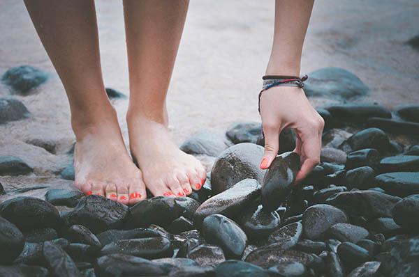 Quand nos pieds prennent l'air (et pourquoi vous devriez retirer vos chaussures)